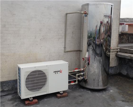 空气能热水器工程在维修上面还有一些技术难点有待突破,往往这些维修难点也是维修的重点,是保证一个机器质量好坏的关键因素。在空气能热水器工程技术维修上一般都会出现几个问题: 首先,除霜问题,除霜问题一直是空气能热水器的难点,目前市场上通用的除霜方法无非就是两种,电热除霜和四通阀反向除霜,但是实践证明这两种方法并不是最好的除霜方法,需要寻求新的除霜方法,除霜效果好,能够在质量品质上提升很高一个档次。  其次,空气能热水器工程质量,主要是安装问题,从工程设计到安装、质检、验收管理都非常的重要,在每一个环节上面都需
