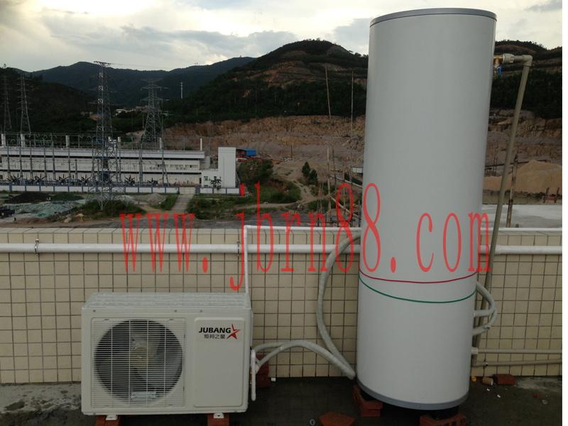完全符合国家安全标准,独有完善的水电隔离保护,杜绝漏电、干烧、爆炸、中毒等现象。彻底实现您使用热水器的真正安全。 2.更节能——能效比高达400%,用电只在搬运空气中的免费热能。耗电量为普通电热水器的1/4,即一度电当四度电用。 3.更简单——不受环境限制,可安装在室内外任何一个地方,亦无需光照要求。 4.